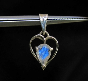 Picture of 21 x STERLING SILVER HEART PENDANTS WITH PEAR CUT MOONSTONE WHOLESALE-LOT