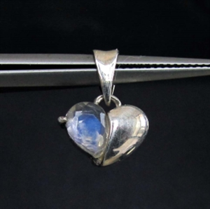 Picture of 21 x HEART SHAPED STERLING SILVER PENDANTS WITH PEAR CUT MOONSTONE WHOLESALE-LOT