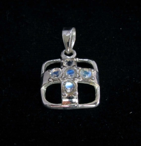 Picture of 21 x STERLING SILVER CROSS PENDANTS WITH 5 ROUND CUT BLUE FIRE MOONSTONES WHOLESALE-LOT