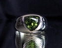 Picture of 21 x STERLING SILVER GEMSTONE RINGS WITH 8 MM TRILLION CUT PERIDOT WHOLESALE-LOT
