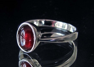 Picture of 21 x STERLING SILVER GEMSTONE RINGS WITH OVAL DARK RED GARNET CABOCHON 2 CT WHOLESALE-LOT