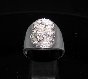 Picture of 21 x ROUND STERLING SILVER MEN'S BAND RINGS WITH A MEDIEVAL DRAGON ANTIQUED WHOLESALE-LOT